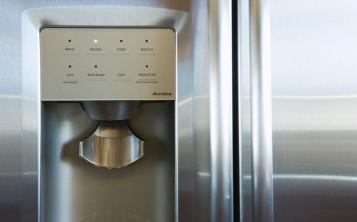 Los 9 lugares con m s g rmenes en la cocina - Dispensador latas nevera ...