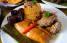 Dentro de esta oferta culinaria no faltan los pasteles, el arroz con gandules y las morcillas. (Archivo de SAL!)