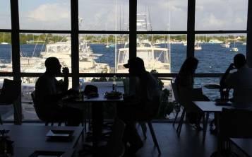 En el restaurante El Dorado se aprecia el mar desde su gran comedor. (Pablo Venes)