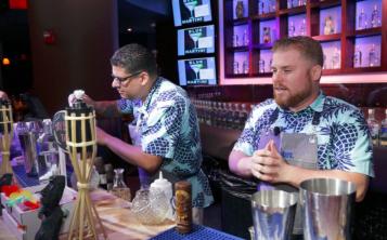 """El equipo """"Golden Bar"""" del Hotel San Juan, compuesto por Sergio Reyes y José Ortega, representará a la isla en el evento internacional. (Suministrada)"""