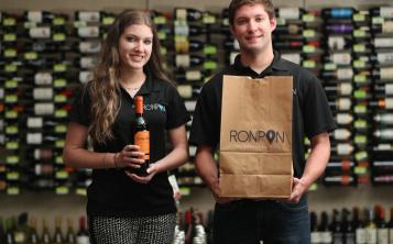 En RonPon los consumidores tienen una variedad de 150 bebidas para escoger y comprar en línea. (Vanessa Serra)