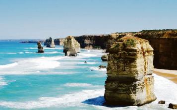 Las formaciones Los Doce Apóstoles muestran su imponente tamaño muy cerca de las costas de Melbourne. (Suministrada)
