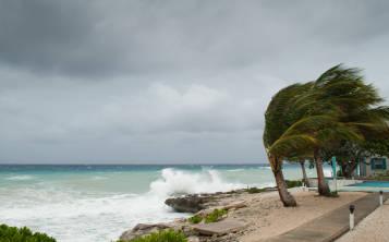 A causa del huracán María, tres barcos de Carnival Cruises alteraron ya sus itinerarios, incluyendo el Carnival Glory, que zarpó de Miami.