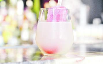 En el Mercado de Paseo Caribe, las paletas pueden ser mezcladas a gusto del cliente con los sabores de su preferencia. (Suministrada)