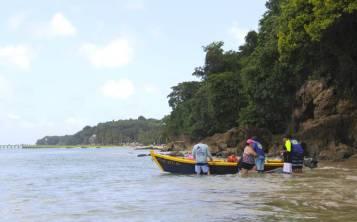 El recorrido hace una parada en la playa Crash Boat, pero en un rincón casi secreto y donde no es posible llegar caminando ni en carro. (Pablo Venes)