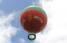 El globo luce los colores rojo, verde, blanco —y un coquí taíno en amarillo—, haciendo alusión a la bandera de Jayuya. (Pablo Venes)
