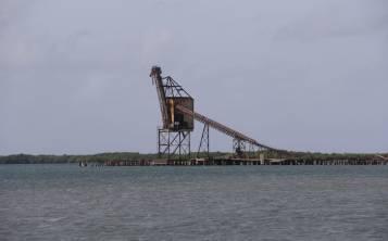 Al estar aledaña a la antigua Central Aguirre, otra actividad que se da en la incursión de la bahía es identificar las estructuras que componían la vecindad azucarera. (Pablo Venes)
