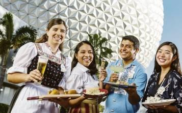 La gastronomía de los países representados por los pabellones de Epcot forman parte del evento, al que se suman decenas de delegaciones culinarias. (EFE)