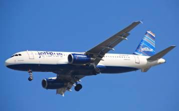 Los pasajeros que vienen a San Juan, podrán traer dos maletas cada uno, sin cargo, (máximo de 50 libras cada una), hasta el 15 de noviembre.
