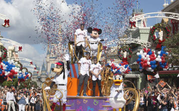 Los campeones Astros, de Houston celebran con una parada  en Magic Kingdom.(Suministrada / Gregg Newton)