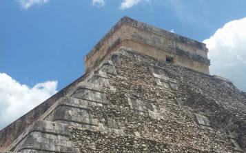 Chichén Itzá fue fundada en el siglo IX y fue abandonada sin razón alguna en el año 1250.