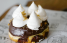 Dona de S'more, marshmallow y chocolate fudge. (Foto: David Villafañe)
