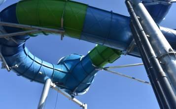 Para llegar a las balsas hay que subir una torre de 60 pies de alto, pero a diferencia de otras chorreras acuáticas, el inicio será muy fácil y completamente seco. (Gregorio Mayí / Especial para GFR Media)