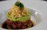 El aperitivo de atún (tuna tartar), sazonado con especias y salsas agridulces. (Foto: David Villafañe / GFR Media)
