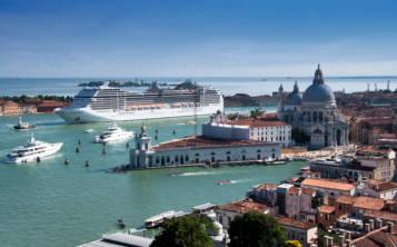 Planifica bien todo lo que vas a hacer en los destinos a visitar, ya que este año se esperan grandes de turistas em las ciudades más populares, como en Venecia.