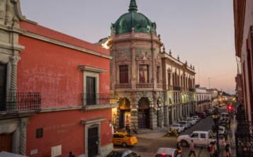 El grandioso Teatro Macedonio Alcalá fue terminado en 1909, un año antes del inicio de la Revolución mexicana. (Foto: Brett Gundlock para the New York Times)