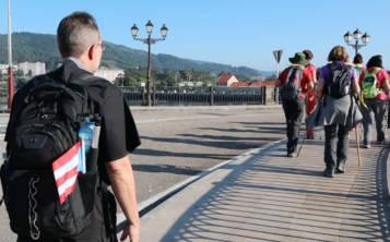 Elwood Cruz caminó con su mochila al hombro y su bandera de Puerto Rico por siete días consecutivos. (Suministrada)