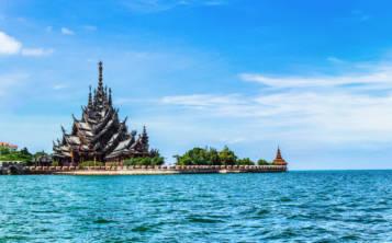 La impresionante edificación del Templo de la Verdad fue construida en madera como un regalo de un multimillonario tailandés, quien quiso plasmar en una sola edificación el rico patrimonio cultural de Tailandia. (Shutterstock.com)