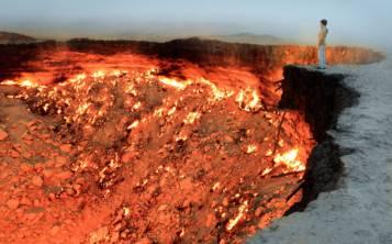 Pozo de Darvaza, en Turkmenistán (Shutterstock.com)