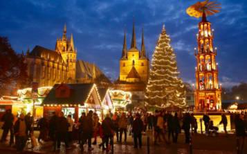 Brillante decoración de un mercado navideño en Alemania. (Suministrada)